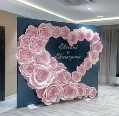 How To Use Giant Paper Flowers At Your Wedding 50 flower backdrop Woodland Wedding Ideas Trend 2019 Giant Paper Flowers, Diy Flowers, Wedding Flowers, Paper Flower Backdrop Wedding, Wedding Backdrops, Paper Flower Wall, Pink Backdrop, Flower Wall Wedding, Paper Backdrop