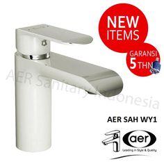 Kran Wastafel Panas Dingin-Keran Air Kuningan/Brass Mixer Basin Faucet /Hot and Cold AER SAH WY1  - Garansi Kebocoran 5 tahun Stang Keramik - Kran Wastafel Panas-Dingin Seri Luxury - Bodi terbuat dari Kuningan - Warna Kombinasi Putih & Chrome - Desain modern, ramping dan mewah - Untuk instalasi pipa 1/2 inch - Produk baru dari AER - Lebih kuat, awet dan tahan karat - Panjang x Lebar x Tinggi = 16,5 cm x 4,5 cm x 16 cm