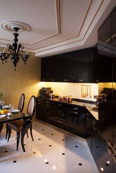 Интерьер кухни. Стена кухни из золотой мозаики делает интерьер еще более респектабельным. architectural studio INSCALE #kitchen #artdecokitchen #kitchendesign #design #interior #homedecor #interiordesign #inscale #inscalestudio #artdeco / интерьер в ар-деко / дизайн квартиры / дизайн квартир петербург / кухня в ар-деко