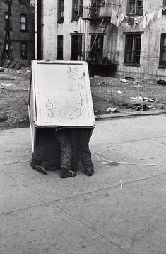 Helen Levitt. Kids in a Box c1942