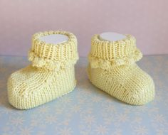 Lemon Baby Booties Pretty Crib Shoes Yellow Infant by Pinknitting Knitted Booties, Baby Booties, Crib Shoes, Baby Shoes, Baby Slippers, New Baby Girls, Pretty Baby, Baby Feet, Hand Knitting