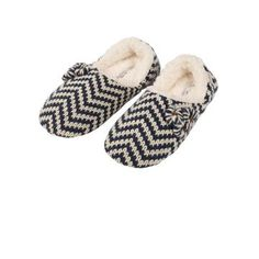 Browse our summer range of women's slippers for the perfect finish to a dressed down look.