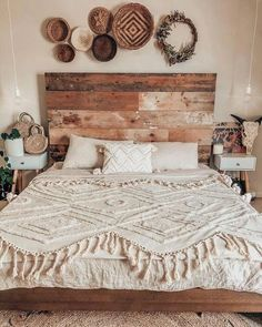 Beautiful Boho Bedroom Design Ideas Look so Awesome - perfect home decor ideas Rustic Master Bedroom, Comfy Bedroom, Farmhouse Bedroom Decor, Room Decor Bedroom, Modern Bedroom, Bed Room, Farmhouse Artwork, Bedroom Boys, Bedroom Lamps