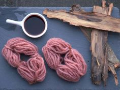 Magic of tannins and alkali - easy pinks from the natural dyeing – Medieval Colours Natural Dye Fabric, Natural Dyeing, Shibori, Tinta Natural, Parts Of A Plant, Experiment, Fabric Yarn, Birch Bark, Tree Bark