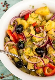 Delicious potato salad with onion, olives, pepper, pickled cucumber and dill - vegetarian salad Healthy Recipes, Salad Recipes, Vegetarian Recipes, Cooking Recipes, Vegetarian Salad, Potato Salad Recipe Easy, Potato Salad Dill, Healthy Breakfast Bowl, Good Food