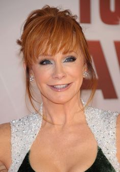 Reba McEntire Bobby Pinned Updo - Reba McEntire wore her hair in a pretty updo with lash-grazing bangs at the Annual CMA Awards. Hairstyles Over 50, Older Women Hairstyles, Elegant Hairstyles, Bun Hairstyles, Wedding Hairstyles, Hairdos, Bobby, Reba Mcentire, Lord