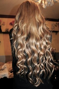 This is what I want to achieve.  Unfortunately, I have damaged hair and you can only do one thing. Chop it off. So as soon as I grow it back out to it's naturally wavy lengths, hopefully it will be as healthy enough to look just as beautiful as this girl's hair.