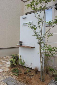 エントランス シンボルツリーを植えたい Japanese Home Design, Japanese House, Entrance Gates, House Entrance, Japan Garden, Timber House, Garden Trees, Home Signs, Little Houses