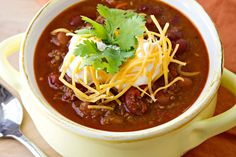 A no-frills recipes for a simple classic chili. Made with lean beef, two different kinds of beans, and a whole lot of heartiness, this classic chili is perfect on it& own or mixed into cheese for a yummy queso dip. Kinds Of Beans, Legumes Recipe, Chili Recipes, Soup Recipes, Chicken Recipes, Recipies, Soups And Stews, Main Dishes, Side Dishes