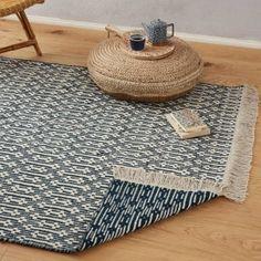Bei unserer Kollektion Lumaco trifft skandinavisch anmutendes Design auf einen Touch von Enthostyle. Dank des zurückhaltenden Farbkonzepts können Sie den Teppich mit jedem Stil harmonisch kombinieren und bringen gleichzeitig durch das Muster etwas Bewegung in den Raum. Brauchen Sie ab und zu einen neuen Look? Kein Problem. Kreieren Sie einfach im Handumdrehen einen neuen Style, denn der Teppich ist beidseitig verwendbar.