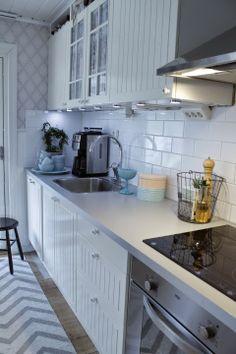 Turkost i köket det var här . Kitchen Island, Boutique, Home Decor, Wire Baskets, Island Kitchen, Homemade Home Decor, Decoration Home, Boutiques, Interior Decorating