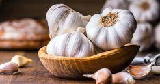 Benefits Of Eating Garlic, Garlic Health Benefits, Garlic Oil, Fresh Garlic, Toenail Fungus Home Remedies, Garlic Breath, Anti Cholesterol, Get Rid Of Cold, Black Garlic