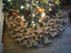 Laurel Leaf Cottage: Ruffled Burlap Tree Skirt Tutorial!! - Got thru one row during naps.  Will finish it sometime...possibly by 2015...