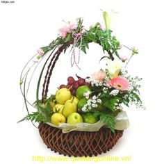 flower arrangement with fruit Fruit Flowers, Diy Flowers, Paper Flowers, Fall Gift Baskets, Fruit Arrangements, Flower Arrangement, Fruit Gifts, Fruit Displays, Fruits Basket