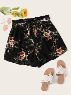 Plus Floral Print Paperbag Waist Shorts With Belt Loose Shorts, Boho Shorts, Casual Shorts, Plus Size Shorts, Floral Style, Black Pattern, Size Model, Fashion News, Floral Prints