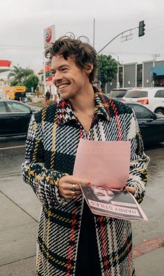 harry styles on the late late show Harry Edward Styles, Mr Style, Cool Style, Pretty People, Beautiful People, Harry Styles Pictures, Harry Styles Style, Harry Styles Icons, Harry Styles Cute