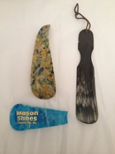 3 Vintage Shoe Horns,Natural Horn Florsheim, Adverstising Mason, and Bakelite by thebrasstalon on Etsy