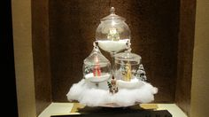 Ornaments inside apothecary glass, on a cake stand with some rock salt or snow. Cute way to decorate and showcase some ornaments you love.
