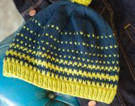 Give a homemade holiday gift with this free knitting pattern for a bobble hat
