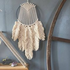 Work of @naecogreen #macrame #macramewalldecor #macramewallhanging #macramefeather #feathers #roundmacrame #fiberart #circle…