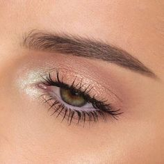 - 36 Essential Winter Makeup Tutorials & Tips for a Perfect Look In The Chilly Winters Mystic Eye Makeup Look With White Shine In The Tear Duct Area Makeup Goals, Makeup Inspo, Makeup Inspiration, Makeup Ideas, Makeup Tutorials, Makeup Trends, Makeup Hacks, Makeup Tips, Basic Makeup