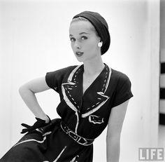 Coleção Hermès - 1952 http://ladymoio.blogspot.com.br/2016/04/vestidos-vintage.html