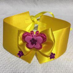 Gargantilha de 28x4 com fita de 60 cm de amarração em fita de cetim com decoracaoes em feltro e Chaton, de cores sortidas Embalagena com 10 unidades