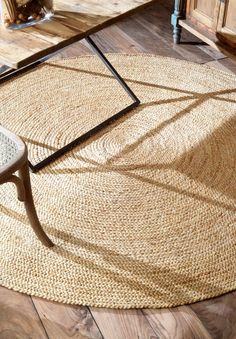 """round for B The Jute fiber, also known as the """"Golden Fibre"""", is known for both its durability and comfort underfoot. Jute and other natural fiber rugs are a great addition to any room seeking a elegant yet classic look. Natural Fiber Rugs, Natural Area Rugs, Natural Rug, Natural Wood, Area Rugs For Sale, Rug Sale, Sisal, Nautical Rugs, Braided Area Rugs"""