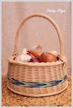 Willow Weaving, Basket Weaving, Rattan, Wicker, Straw Crafts, Newspaper Paper, Paper Weaving, Cute Kitchen, Basket Decoration
