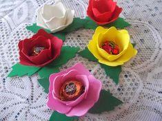 Que tal vc mesmo fazer as forminhas para doces e bombons para o aniversario de sua filha ou mesmo para dar de lembrancinhas para o dia das m...