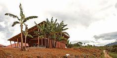 6 Community Architecture Projects in the Peruvian Jungle,School in Chuquibambilla. Image © Paulo Afonso / Marta Maccaglia