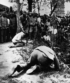 Atrocity: The Japanese executing prisoners