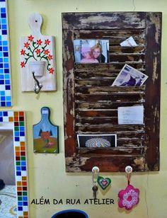 Transformando uma veneziana de demolição em porta-cartas, porta recados e porta chaves by ALÉM DA RUA ATELIER/Veronica Kraemer, via Flickr
