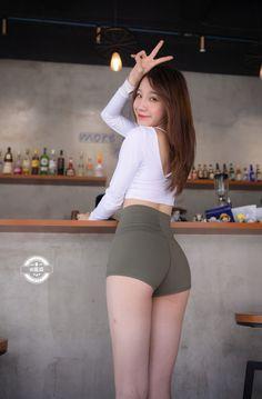 Pretty Asian, Beautiful Asian Women, Girls Leggings, Leggings Are Not Pants, Tiny Shorts, Asian Model Girl, Uzzlang Girl, Hot Pants, Asian Fashion
