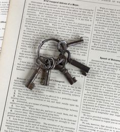 Set of 5 Vintage Skeleton Small Keys for Jewelry, collage,mixed media by GardenBarn on Etsy https://www.etsy.com/listing/230834766/set-of-5-vintage-skeleton-small-keys-for