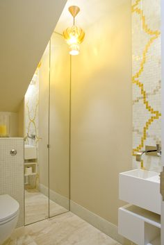 Bisazza tiles yellow bathroom. Photography © David Giles All Rights Reserved