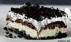 Oreo is one of the best flavors, and turning it into a no bake dessert with chocolate pudding is genius! This Oreo Delight recipe is a must-try. Greek Sweets, Greek Desserts, Easy Desserts, Dessert Recipes, Chocolate Pudding Cake, Chocolate Sweets, Food Network Recipes, Sweet Recipes, Pie Cake