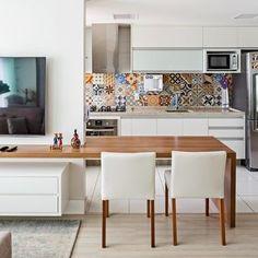 Cozinha com Adesivo de Azulejo de Cozinha de Karla Amaral Madrilis - Viva…