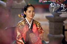 Moon Embracing the Sun (Hangul: 해를 품은 달;RR: Haereul Pum-eun Dal, also known as The Sun and the Moon) is a 2012 South Korean television drama series, starring Kim Soo-hyun, Han Ga-in,Jung Il-woo and Kim Min-seo. It aired on MBC. Korean Traditional Dress, Traditional Fashion, Traditional Dresses, Korean Hanbok, Korean Dress, Ga In, Drama Korea, Kim Min, Korea Fashion