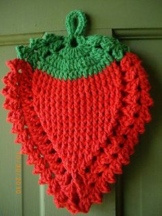 Strawberry Potholder pattern by Kay Meadors crochet /- I make one with the middle section being a pineapple design. My grandma made some for me many YEARS ago and I copied them at craft shows some 20 years ago. Crochet Potholders, Crochet Motif, Crochet Designs, Crochet Stitch, Knit Crochet, Vintage Potholders, Crochet Kitchen, Crochet Home, Crochet Crafts