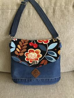 Tote Purse, Crossbody Bag, Plastic Pouch, Backpack Outfit, Denim Handbags, Denim Crafts, Recycle Jeans, Craft Bags, Denim Bag