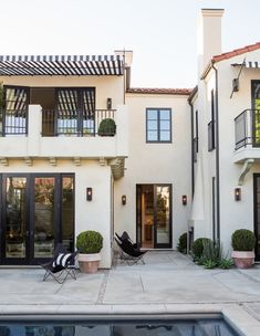 California Modern Love the interior and exterior design Exterior Paint Colors, Exterior Design, Interior And Exterior, Exterior Homes, Stucco Colors, Stucco Homes, Mansion Interior, Paint Colours, Spanish Style Homes