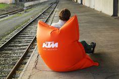 Les meubles en billes UNC Pro sont innovants, designs, et décalés. Découvrez ce mobilier en billes sur notre site internet www.unc-pro.com. Six modèles en billes sont disponibles, dans 10 coloris, et avec personnalisation. UNC Pro continue d'innover, avec des designs impactants et visuels.