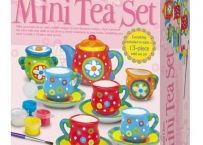 Paint your own tea set with your creative designs and colors. - Great for a tea party with your baby dolls or as a keepsake at home. - Contents include 1 tea pot - 4 sets of mini tea cups and saucers Birthday Return Gifts, Tea Party Setting, Alice In Wonderland Party, Toy Kitchen, Craft Kits, Craft Supplies, Craft Projects, Gifts For Kids, How To Memorize Things