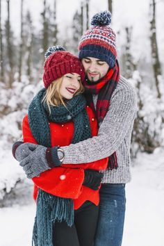 Embracing beautiful couple in winter holidays Free Photo Couple Photoshoot Poses, Couple Photography Poses, Winter Photography, Couple Style, Couple Goals, Winter Couple Pictures, Winter Pictures, Couples Images, Cute Couples
