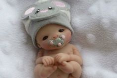Ooak a must see newborn baby girl gabriella mouse theme 1 day I thought I did tiny things as a dentist, but this is simply incredible!This takes talentPolymer Clay by angeliqueI strive for this level of skill. Polymer Clay Dolls, Polymer Clay Miniatures, Polymer Clay Projects, Polymer Clay Charms, Polymer Clay Creations, Clay Crafts, Tiny Dolls, Cute Dolls, Reborn Dolls