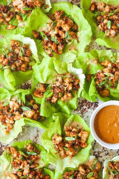 Peanut Chicken Lettuce Wraps - A super quick dinner made in 25 min! It's so hearty, filling, and low-carb, yet the family will still be begging for more! # Food and Drink healthy lettuce wraps Peanut Chicken Lettuce Wraps Damn Delicious Recipes, Good Healthy Recipes, Healthy Meals, Clean Eating Snacks, Healthy Eating, Salat Wraps, Ground Chicken Recipes, Sandwiches, Peanut Chicken