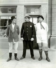 Stan Laurel and Oliver Hardy in Laurel and Hardy in underwear with Policeman Poster Laurel And Hardy, Stan Laurel Oliver Hardy, Great Comedies, Classic Comedies, Comedy Duos, Comedy Films, Golden Age Of Hollywood, Hollywood Stars, Tarzan