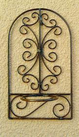 Se acerca la primavera...     que mejor momento para llenar el blog con objetos para decorar el exterior     hoy, les comparto imágenes de ... Metal Art Projects, Metal Crafts, Metal Bender, Wrought Iron Decor, Metal Pipe, Grill Design, Tuscan Decorating, Welding Art, Iron Work