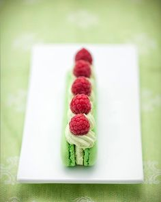 Beautiful way of displaying macarons, just for something a bit different!